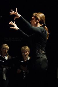 MArcella Tessarin dirige il coro Imago Vocis